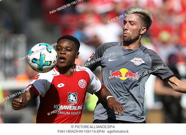 29 April 2018, Mainz, Germany: Soccer, German Bundesliga: FSV Mains 05 vs RB Leipzig 32 at the Opel Arena: Mainz' Ridle Baku (L) and Leipzig's Kevin Kampl vying...