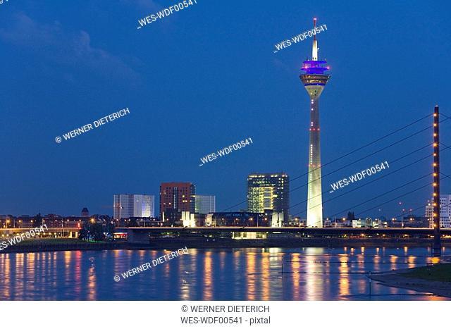 Germany, North-Rhine-Westphalia, Dusseldorf, city skyline, view across Rhine