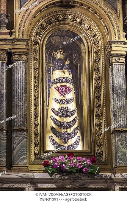 Our Lady of Loreto, Statue of Virgin Mary, Holy House, Basilica della Santa Casa interior, Loreto, Ancona, Marche, Italy