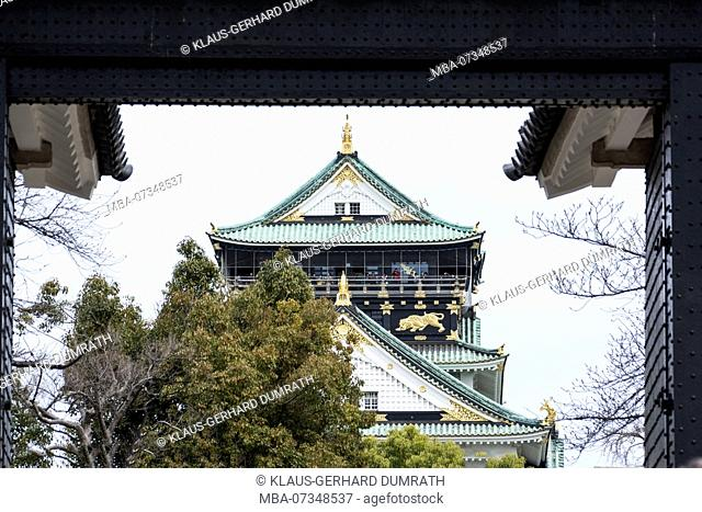 Main tower of the castle of Osaka, Japan