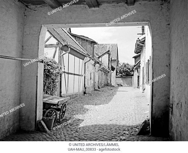 Durchblick auf eine kleine Gasse in Friedland, Ostpreußen 1930er Jahre. View to a little lane in Friedland, East Prussia, 1930s
