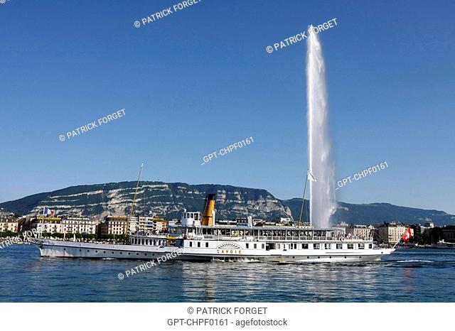 CRUISE BOAT IN FRONT OF THE WATER-JET, SYMBOL OF THE CITY IN THE GENEVA HARBOUR, SWITZERLAND SUR LE LAC LEMAN