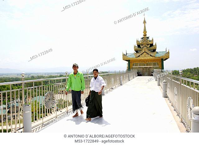 Burmese pilgrims entering at the Uppatasanti Pagoda, a main religios attraction in Naypyitaw  The pagoda host a Buddha tooth relic from China  Naypyidaw...