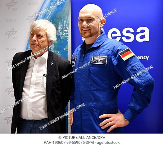 07 June 2019, Thuringia, Erfurt: Ulf Merbold (l), former ESA astronaut, and Alexander Gerst, ESA astronaut, are standing next to each other on the podium at the...