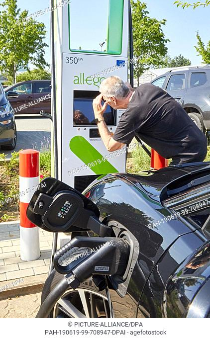 19 June 2019, Hamburg: A Jaguar I-Pace is standing at an ultra-fast charging station with up to 350 kW charging power during a press appointment