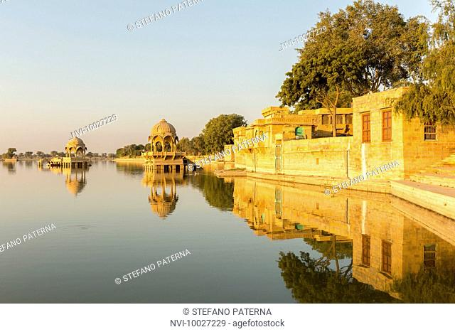 Sunrise and Temple Gadi Sagar, Gadisar Lake, Jaisalmer, Rajasthan, India
