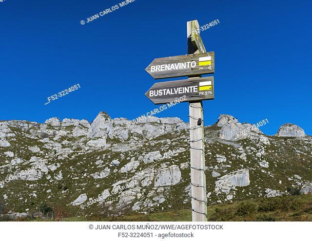 Trail to Canalahonda, Castros de Horneo, Collados del Asón Natural Park, Soba Valley, Valles Pasiegos, Cantabria, Spain, Europe