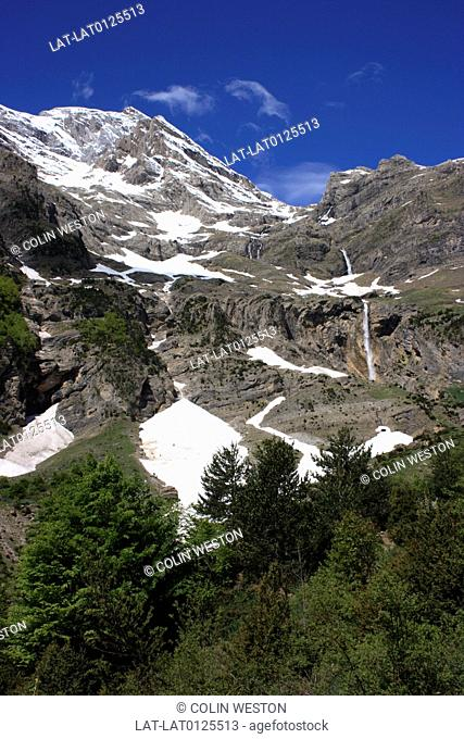 The Valley and Cirque de Pineta is in the Ordesa National Park. It is a popular destination with campers and hikers and an area of outstanding natural beauty