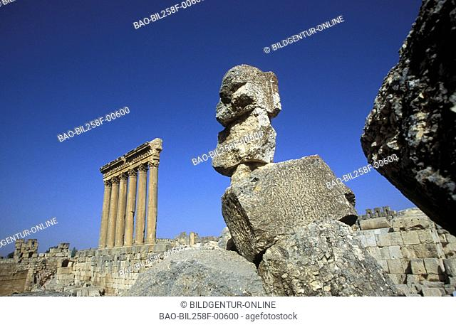 Six Säulen in the ruins of Baalbek in osten from Lebanon in the Middle East in Arabia