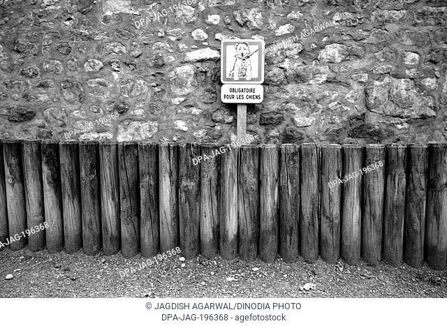 Sign showing dog convenience place, riquewihr colmar, france, europe