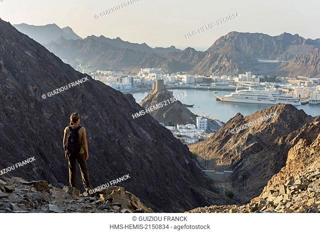 Sultanate of Oman, gouvernorate of Mascate, Muscat (or Mascate), Mutrah (or Matrah) harbour at the foot of the Mount Hajar, hike in Mutrah heights