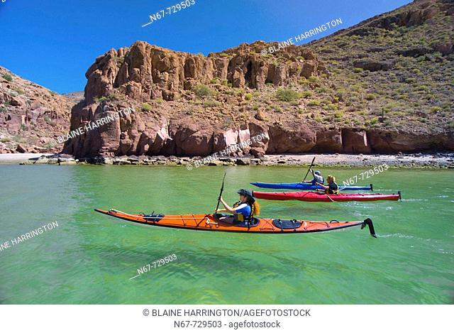 Sea kayaking, Ensenada Grande Bay, Isla Espiritu Santo, Sea of Cortes, Baja California Sur, Mexico