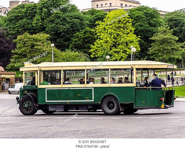 France, Ile de France, Paris, Trocadero, an old RATP bus
