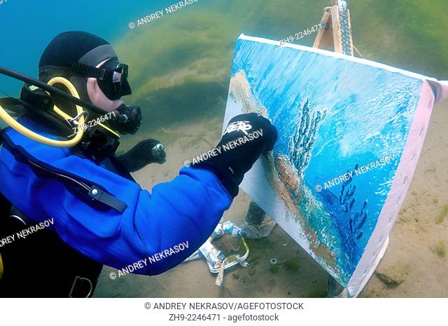 Underwater artist Yuriy Alexeev (Yuri Alekseev) paints a picture under water. Lake Baikal, Listvyanka, Irkutsky District, Irkutsk Oblast, Siberia, Russia