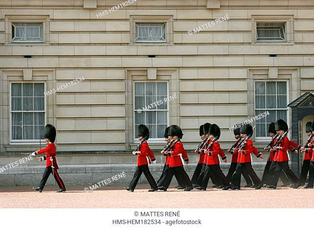 United Kingdom, London, Westminster, Buckingham Palace, the changing the guard