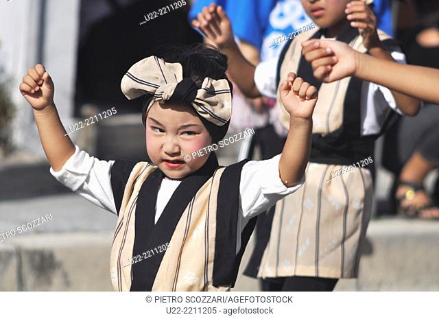Itoman, Okinawa, Japan: children dancing at the Tsunahiki - Tug of War festival, in September
