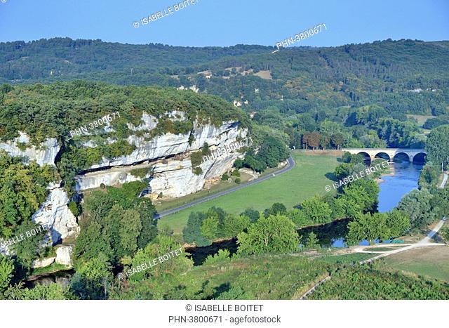 France, Aquitaine, Dordogne, Black Perigord, Valley of Vezere, Peyzac-le-Moustier, prehistoric Site and decorated cave classified UNESCO world heritage