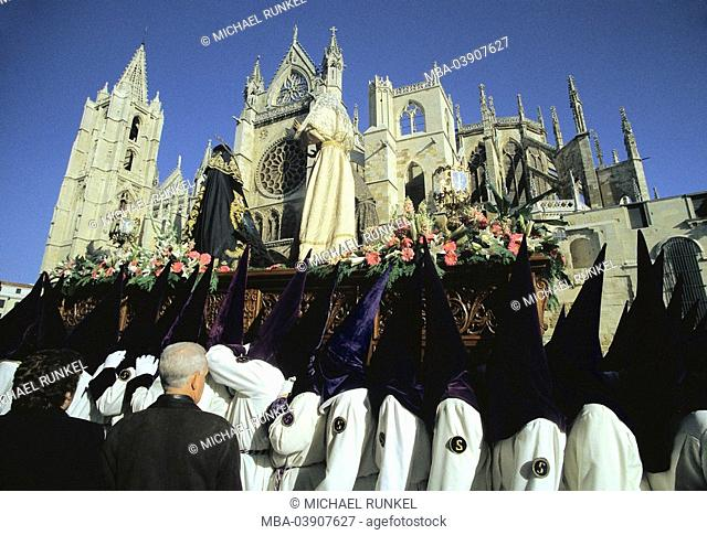 Spain, Basque country, believers, Easter-procession, saint week, Semana Santa, belief, religion, Christianity, Catholicism, procession, people, Bußegänger