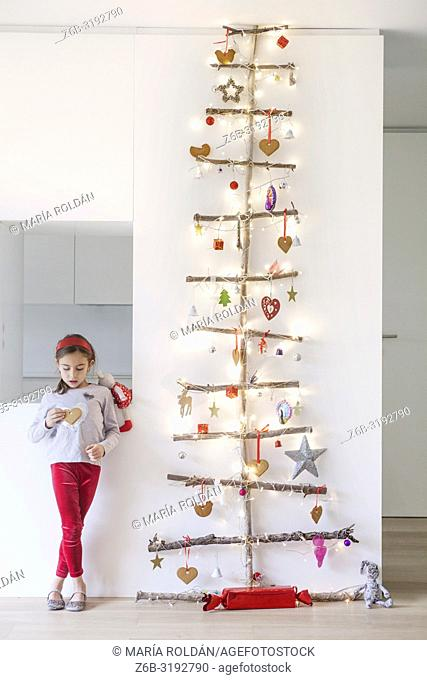 little girl, Christmas tree
