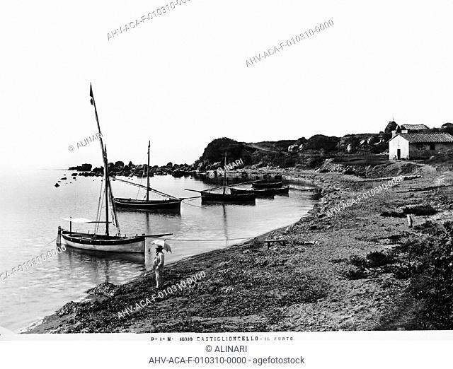 Port of Castiglioncello, shot 1900 ca. by Alinari, Fratelli