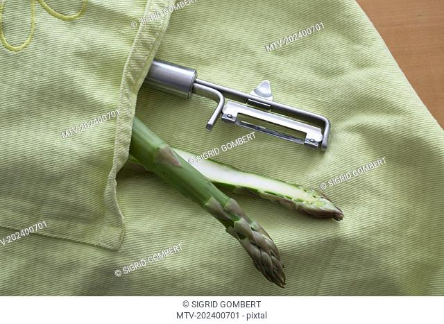 Half asparagus with peeler in apron pocket