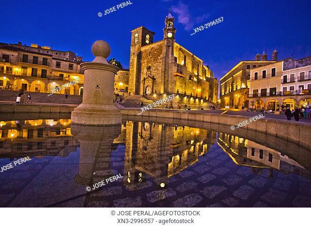 Iglesia de San Martin church, Plaza Mayor, Main Square, Trujillo, Caceres Province, Extremadura, Spain, Europe