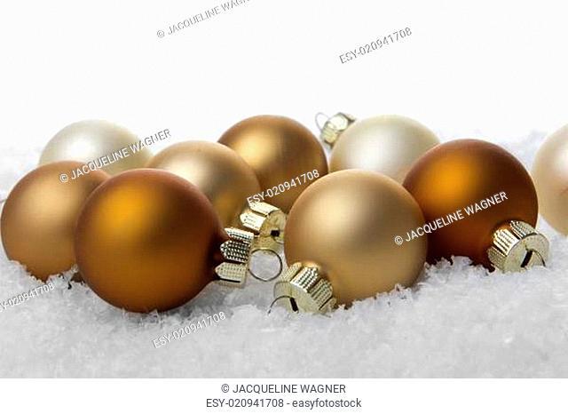 Weihnachten, Weihnachtskugeln creme und beige