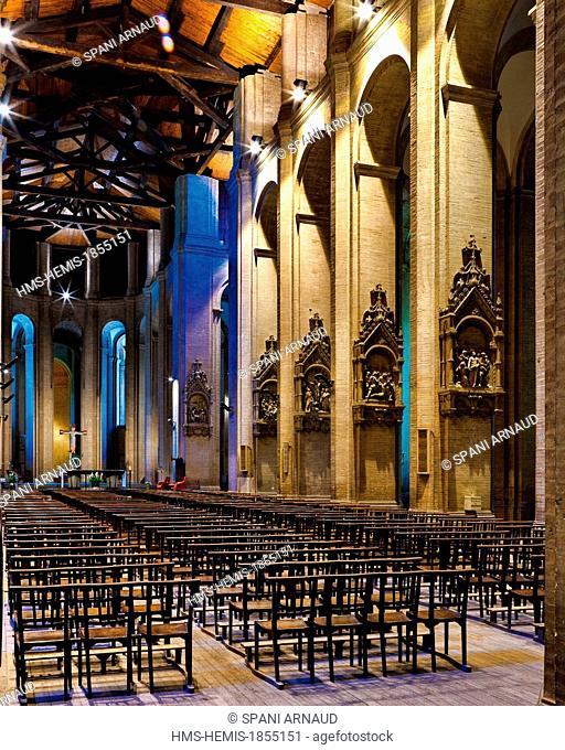 France, Haute Garonne, Toulouse, Saint Aubin church, interior, vertical view of the nave