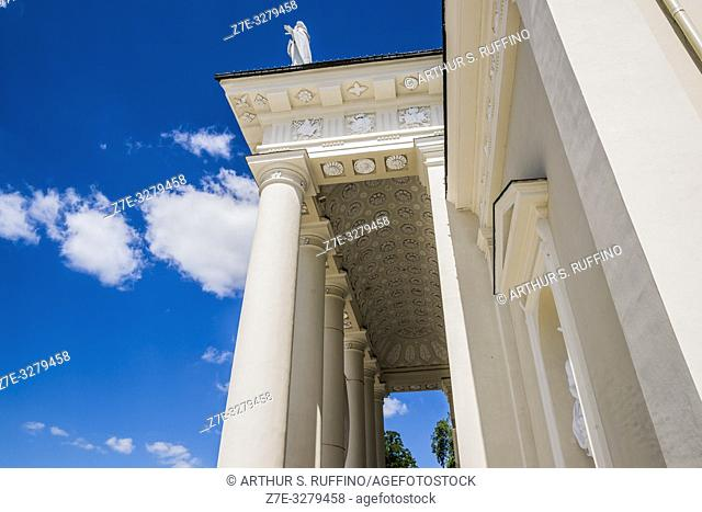 Portico of Cathedral Basilica of St. Stanislaus and St. Ladislaus of Vilnius. Cathedral Square, Vilnius, Lithuania, Baltic States, Europe