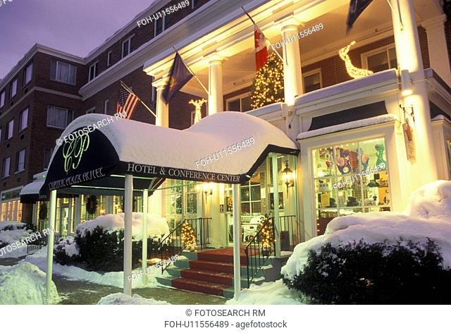 Christmas, hotel, Inn, Vermont, winter, Montpelier, The snow covered Capitol Plaza Hotel with Christmas decorations at night in Montpelier in Washington County...