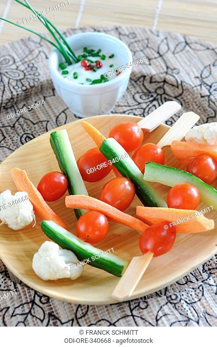 Vegetables kebabs with horseradish