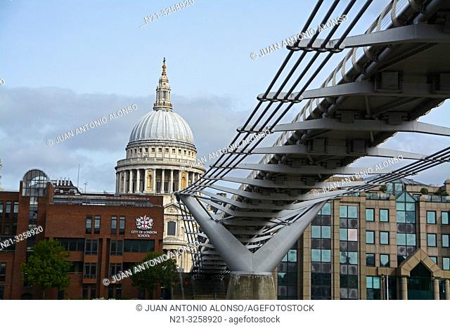 Millenium Bridge and Saint Paul's Cathedral dome. London, England, Great Britain