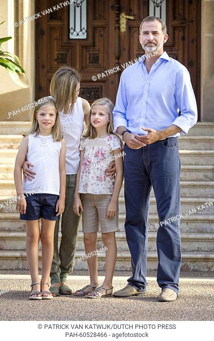 Spanish King Felipe VI (R) and Queen Letizia (2nd L) pose with their daughters Leonor, Princess of Asturias (2nd R) and Infanta Sofia of Spain during the...