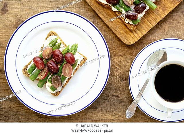 Asparagus Grape Toasts. Ingredients, toast bread, soy quark, asparagus, red grapes, black pepper