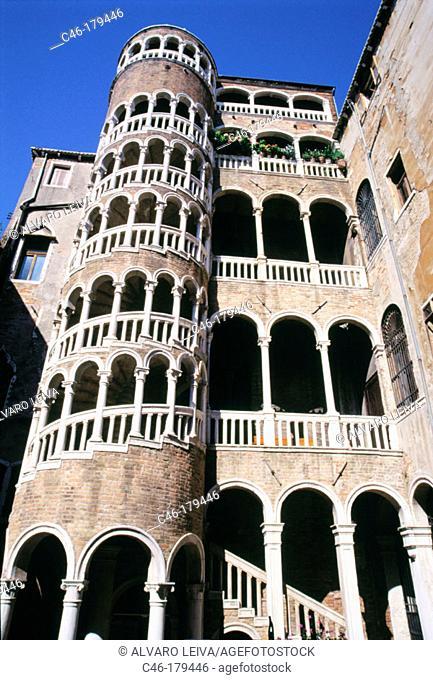 Palazzo Contarini del Bovolo (15th century). Venice. Italy