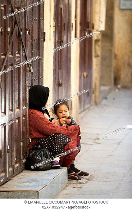 Moroccan mother and daughter, medina, Fez, Morocco