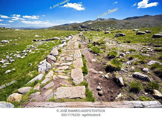 Camino de la Laguna Grande, Sierra de Gredos, Ávila province, Castile-Leon, Spain