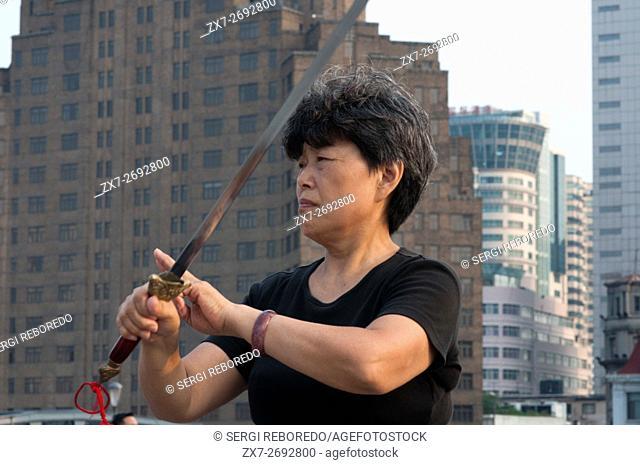 China, Shanghai, morning tai chi exercise on The Bund. Shanghi Bund : Early morning tai chi exercises with swords on the Bund in Shanghai China