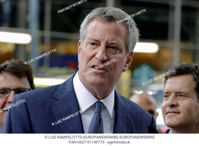 East 42nd Street, New York, USA, May 30 2017 - New York City Mayor Bill de Blasio unveils the renaming of 42nd street to Jimmy Breslin Way in honor of his...