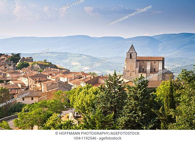 The mountain village of Bonnieux in Provence, France, Europe
