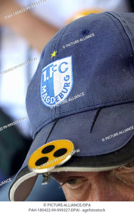 21 April 2018, Germany, Magdeburg: The cap of Henning Krause shows that he is a visually disabled fan of the 1. FC Magdeburg