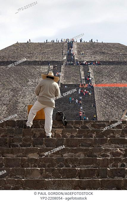 Vendor waiting for buyers at the Pyramid of the Sun in Teotihuacan- San Juan Teotihuacán, State of Mexico, Mexico. Teotihuacan was a pre-Columbian Mesoamerican...