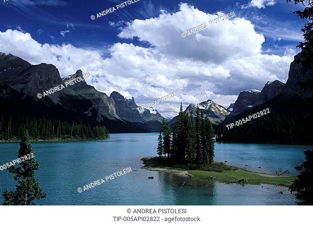 Canada, Alberta, Rocky Mountains, Jasper National Park, Maligne Lake