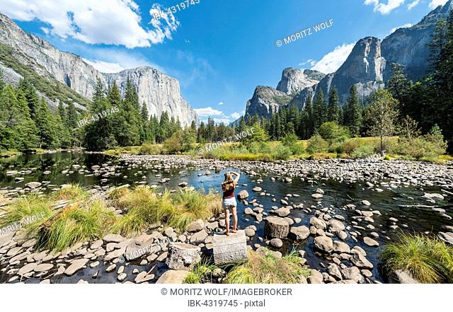 Tourist photographing, Valley View overlooking El Capitan and Merced River, Yosemite National Park, California, USA