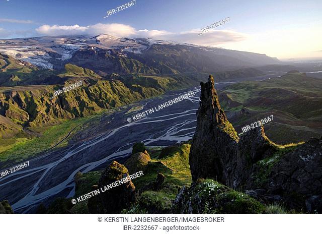 Panoramic views from Mt Valahnúkur, popular for excursions, to the Krossá River and the Eyjafjallajoekull Glacier and volcano, Þórsmoerk, Thorsmoerk