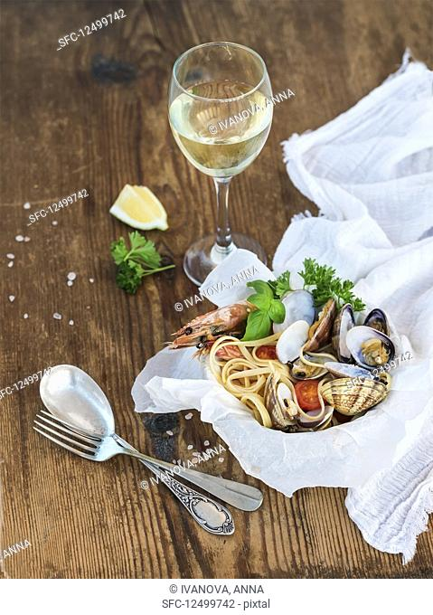 Seafood spaghetti with clams and shrimps
