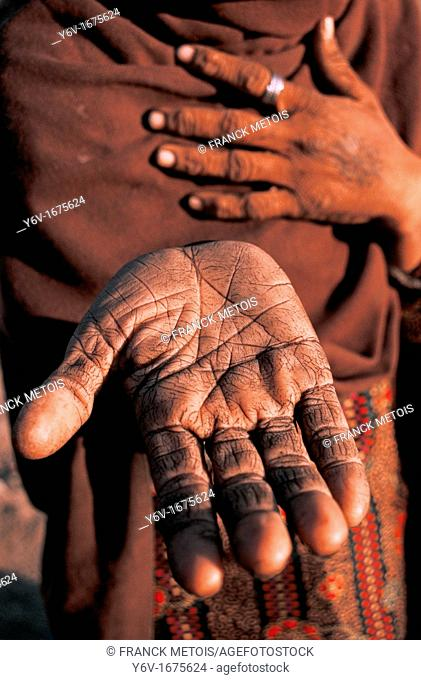 Hand of a hindu woman belonging to an untouchable group whose dharma is to remove animals carcasses. From Madhya pradesh, India