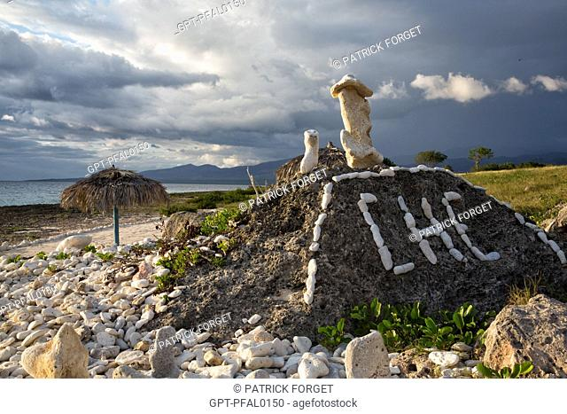 CORAL SCULPTURE IN HOMAGE TO CHE (ERNESTO GUEVARA), THE FINE SANDY BEACH SITUATED BETWEEN THE VILLAGE OF LA BOCA AND ACON BEACH TO THE SOUTH OF THE TOWN OF...