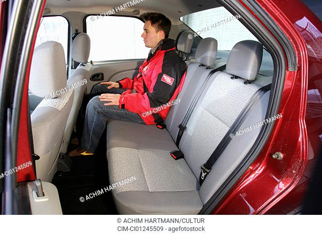 Car, Dacia Logan, model year 2004-, Limousine, Lower middle-sized class, red, interior view, Interior view, seats, Rear seate, technique/accessory, accessories