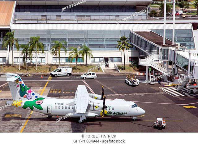 PROPELLOR PLANE FROM THE AIRLINE AIR ANTILLES, AIME CESAIRE INTERNATIONAL AIRPORT, FORT-DE-FRANCE, MARTINIQUE, FRENCH ANTILLES, FRANCE